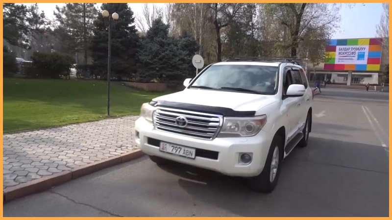 the best Kyrgyzstan off road tours Toyota Land Cruiser 200